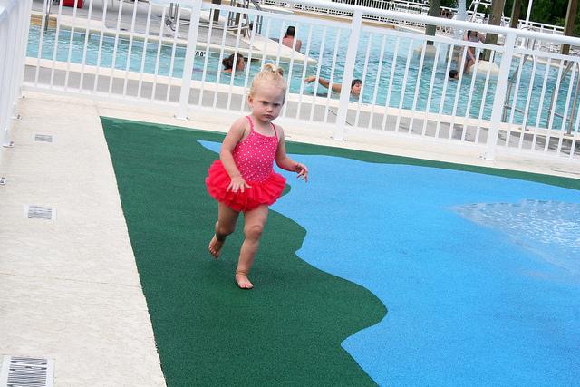 MON - Sophie Splashes